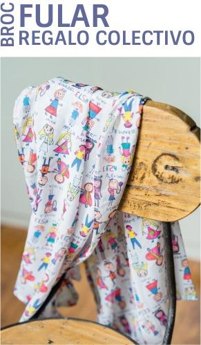 Fular personalizado con los nombres y los dibujos de los niños
