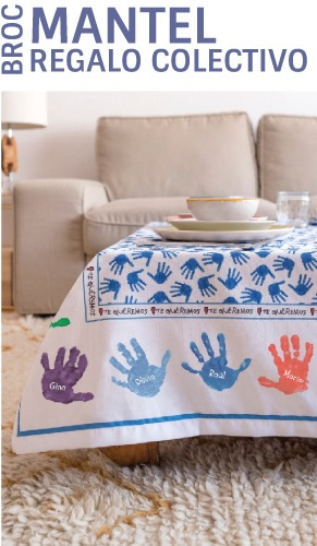 Mantel personalizado con los nombres y las manos de los niños