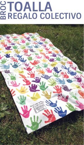 Toalla personalizada con los nombres y las manos de los niños