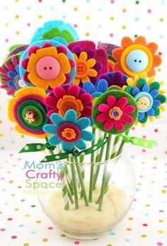Flores de fieltro hechas por niños