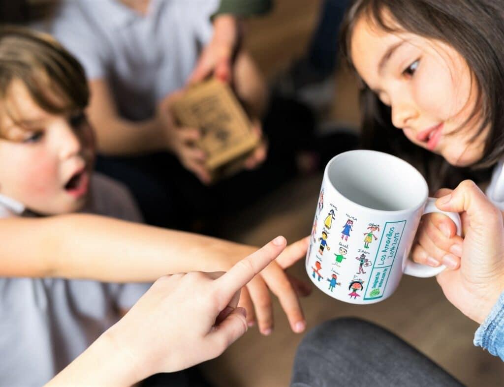 Taza personalizada con los dibujos de los niños de la clase